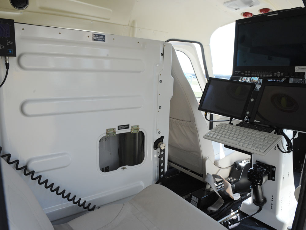 50kg standard camera lift and operatordesk into Tecnam MMA